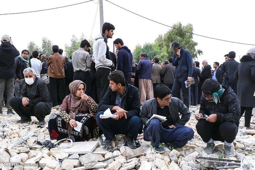 استقبال زلزله زدگان از حضرت آیت الله خامنه ای4