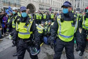 فیلم/ جشن کرونا در خیابانهای لندن!