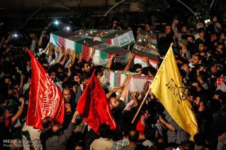 تشییع شهدا چیزی غیر از یک میتینگ سیاسی