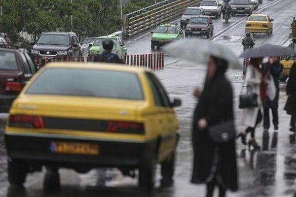 تاکسی های شهری گرگان هنگام بارندگی آب می روند/ فقط دربست