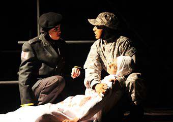 تصاویر/ اجرای تئاتر ارتش سری در آزادشهر