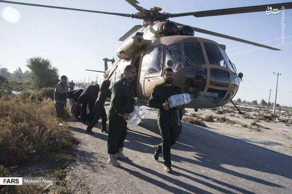 فیلم/ بالگرد سپاه در حال امدادرسانی به مناطق سیل زده