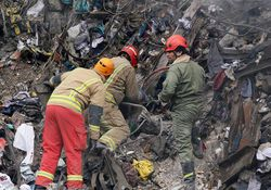 تجهیزات آتش نشان ها در زیر آوار کشف شد +عکس