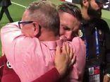 فیلم/ لحظه احساسی پدر سرطانی در جشن قهرمانی لیورپول