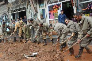 درخواست عجیب یک سپاهی از امدادگران مناطق سیلزده! +تصویر