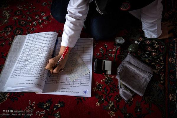 پزشکان هلال احمر گلستان در ثلاث باباجانی خدمت رسانی می کنند