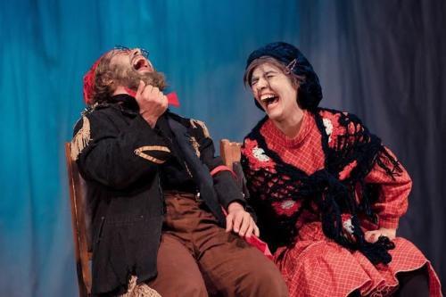 ترویج علنی فحشا در سالنهای بسته تئاتر/استفاده از الفاظ رکیک در تئاتر«صندلیها»