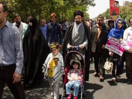 دانلود/ حضور فرزند رهبر معظم انقلاب در راهپیمایی روز قدس