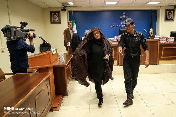 حرکات عجیب  خانم متهم در دادگاه مفسدان اقتصادی! + تصاویر