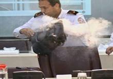دانلود کلیپ انفجار پاور بانک خبرنگار در نشست خبری