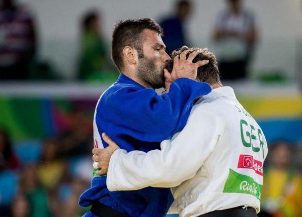 عکس/ حرکت جوانمردانه نماینده ایران درپارالمپیک
