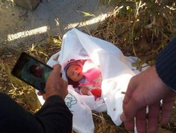 عکس/ پیدا شدن نوزاد دو روزه در میبد