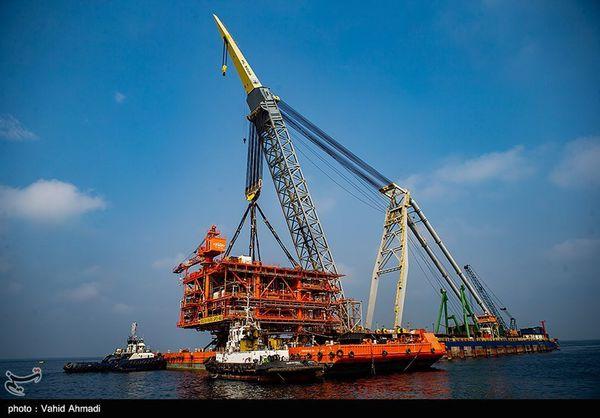 ابرسازه ۲۵۰۰ تنی در قلب خلیج فارس نصب شد + فیلم