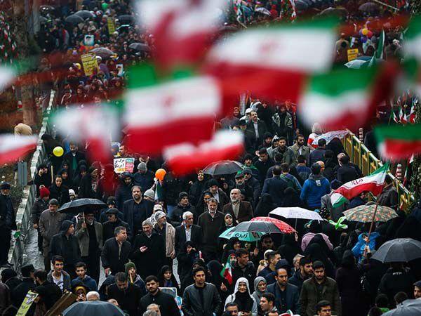 گذشتن از خون شهدا؛ داستان رفتن و نرفتن پای صندوق رأی و راهپیمایی ۲۲ بهمن است