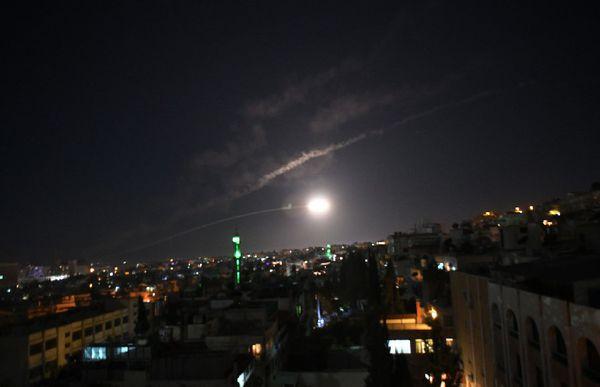 لحظه انهدام موشک اسرائیلی در آسمان دمشق + فیلم