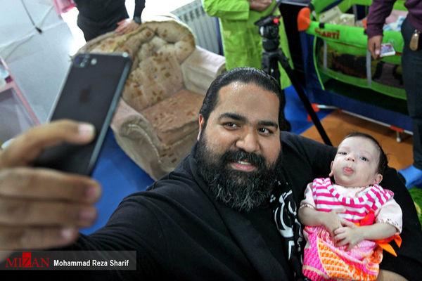 رضا صادقی در کنار فرزند خواندهاش +عکس