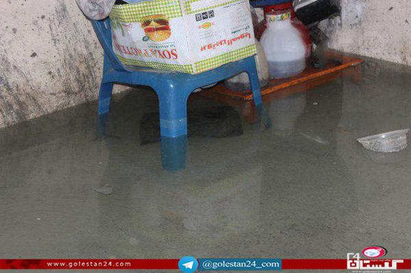 نفوذ آب به سطح خانه هادر بلوار الغدیرگرگان / امکان نشست خانه ها وجود دارد؛مسئولین رسیدگی کنند.
