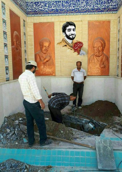 عکسی از آماده سازی مزار مطهر شهیدمحسن حججی