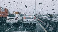 بارش باران در محورهای مواصلاتی ۱۵ استان کشور/ترافیک سنیگن در محور چالوس