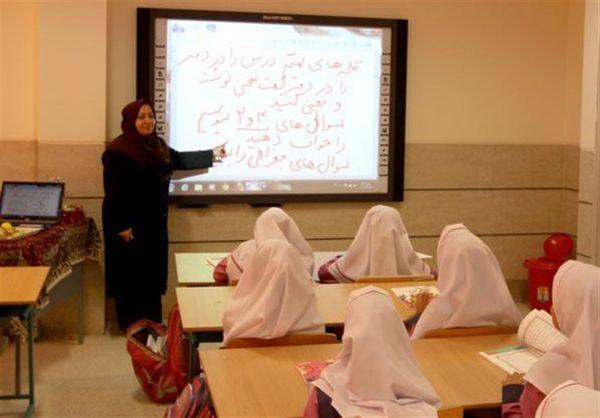 معلمان همه کلاسهای درس برای اول مهر در گلستان تامین میشود
