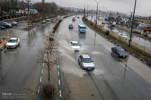 بارش برف و باران درمحورعای چهار استان/ترافیک در آزادراه تهران-کرج