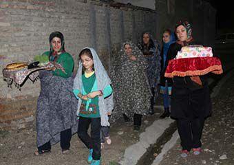 تصاویر/ آئین سنتی عیدی بردن برای عروس در روستاهای گلستان