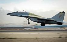 پرواز یک جنگنده با سرعت بالا و در ارتفاع پایین در آسمان تهران + فیلم