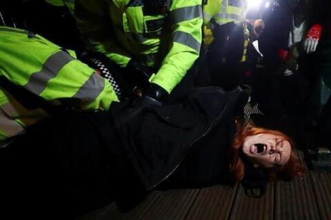 فیلم/ خشم عمومی از لایحه افزایش اختیارات پلیس در انگلیس