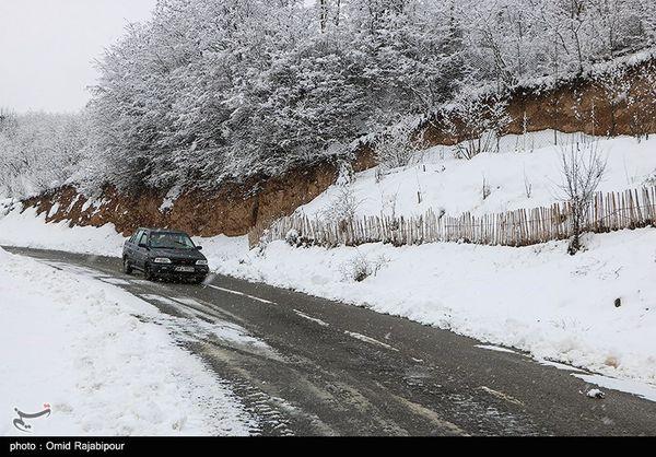 آمادهباش اکیپهای راهداری در محورهای کوهستانی استان گلستان؛ تردد فقط با زنجیرچرخ امکانپذیر است