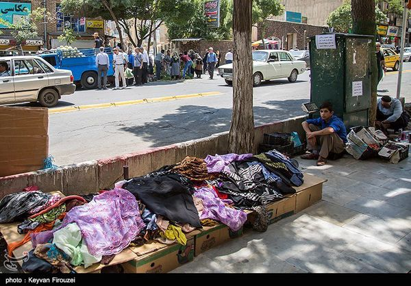 عیدی یک میلیون تومانی بنیاد مستضعفان به ۴۰۰۰ دستفروش پایتخت