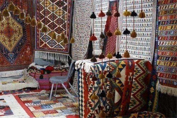 استقبال سرد هنرمندان گنبدکاووس از غرفههای رایگان