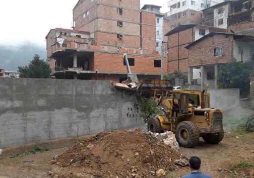 ۱۰ سازه غیر مجاز در حریم رودخانه زیارت تخریب شد