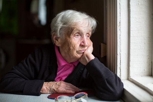 وزارت بهداشت برای سالمندان در شرایط کرونا چه اقداماتی انجام داده است؟