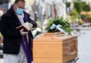 فیلم/ ادای احترام پلیس ایتالیا به اجساد قربانیان کرونا