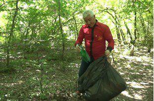 دست رفاقت مردی با جنگل استان
