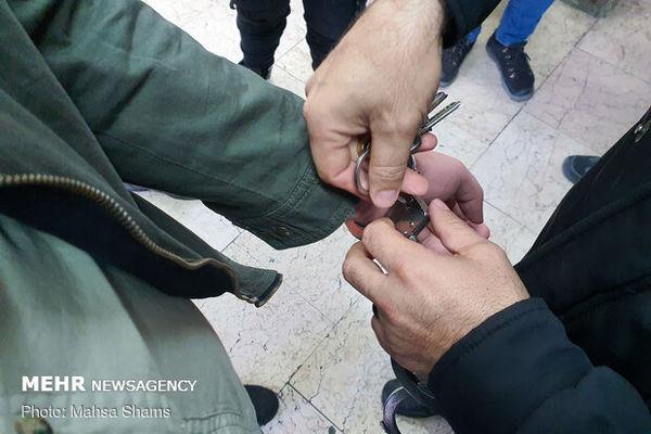 عامل سنگ پرانی به قطار مسافربری در بندرترکمن دستگیر شد