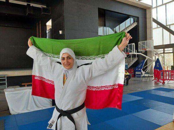 لحظه قهر کردن مسئول مسابقات بخاطر دستندادن دختران ایرانی با او!
