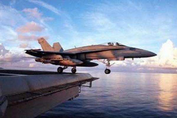 برخورد دو هواپیمای جنگی آمریکا بر فراز اقیانوس آرام