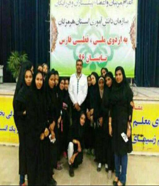 عکس یادگاری دانش آموزان هرمزگانی قبل از اعزام به فارس