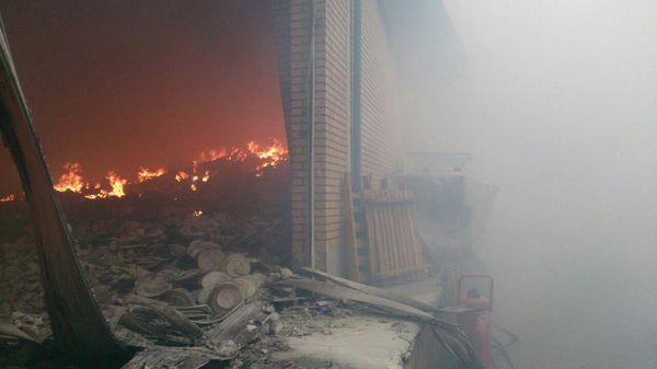 آتش سوزی مهیب در کارخانه چینی مقصود مشهد + تصویر
