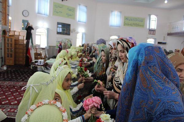 جشن تکلیف دانش آموزان دختر در شهرستان مراوه تپه برگزار شد