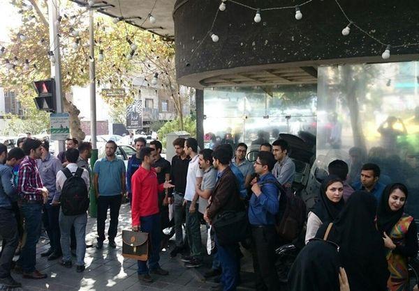 تجمع دوباره دانشآموختگان نفتی مقابل وزارت نفت + عکس