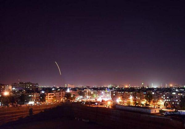 فیلم/ لحظه انهدام موشک مهاجم در آسمان دمشق