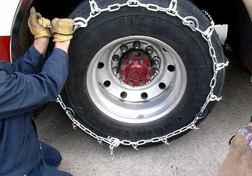 الزام بستن زنجیر چرخ در محورهای مواصلاتی گلستان