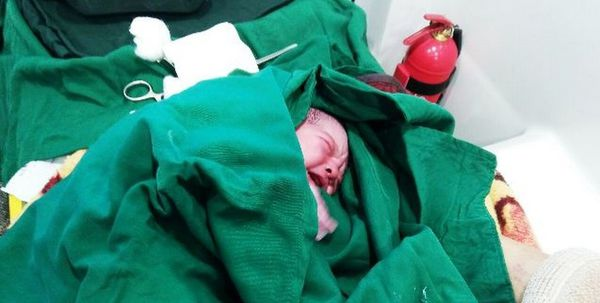 تولد موفقیت آمیز نوزاد در آمبولانس رامیان+عکس