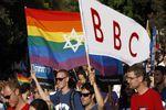 چرا بیبیسی برای همجنسبازان یقه پاره میکند؟+ تصاویر