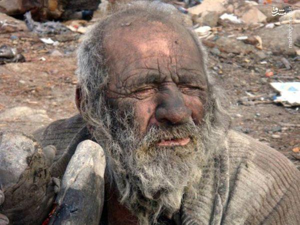 مردی که 60 سال رنگ حمام را ندیده است + تصاویر
