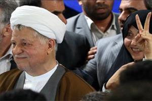 هاشمی: پدر احمدی نژاد را جدی نگرفتند/ اصلاح طلبان سابقه دار به صحنه نیایند