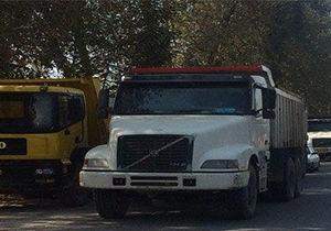 تجمع شماری از کامیون داران در محور گرگان به علی آباد
