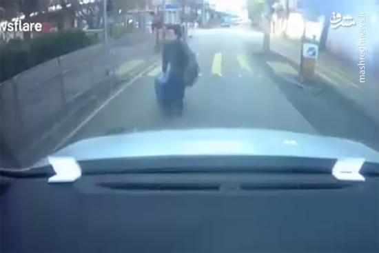 فیلم/ اقدام خندهدار یک زن برای گرفتن غرامت!